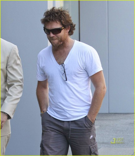 Sam Worthington: Scruffy at a Steakhouse