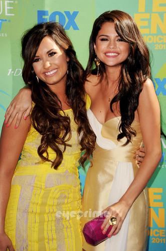 Selena & Demi at TCA 2011