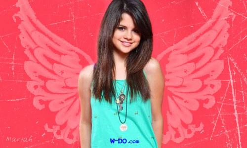 Selena Gomez: Her prettyness.