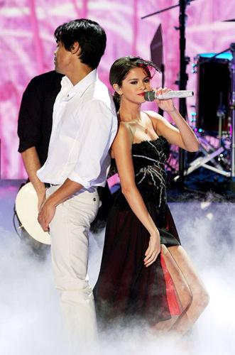 Selena - Teen Choice Awards - August 07, 2011