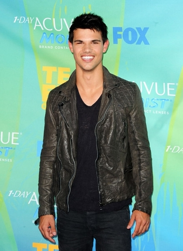 Taylor at Teen Choice Awards - August 7