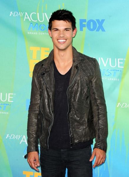 Taylor at Teen Choice Awards - August 7