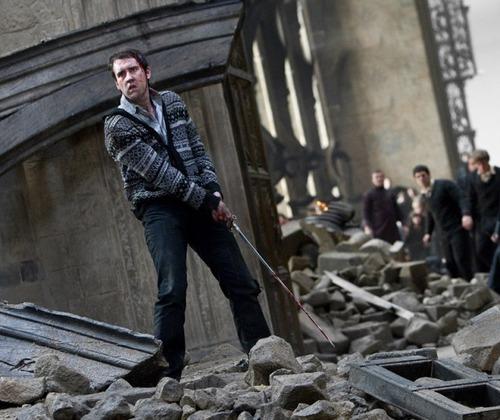 Harry Potter And The Deathly Hallows Part 2 karatasi la kupamba ukuta containing a mitaani, mtaa called The Sword of Gryffindor