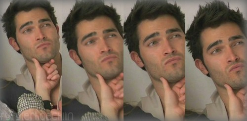 Tyler Hoechlin karatasi la kupamba ukuta possibly with a portrait entitled Tyler Hoechlin♥