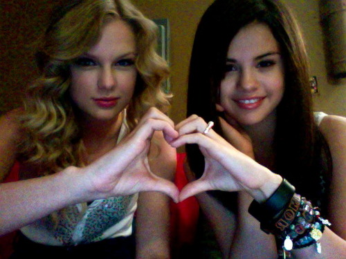 Taylor Swift & Selena Gomez wallpaper entitled taylor and selena