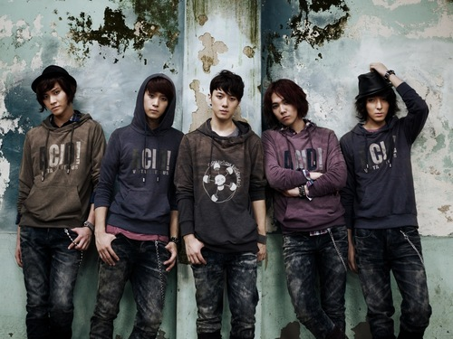 F.T. Island wallpaper possibly with a sign, a leisure wear, and long trousers called <3 F.T.ISLAND <3
