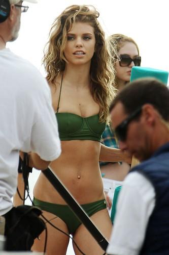 """90210″ Set in Manhattan ساحل سمندر, بیچ"