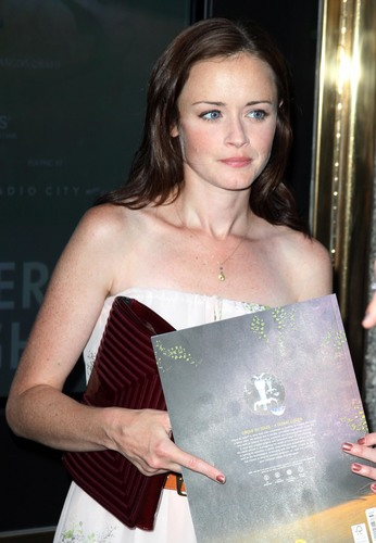 Alexis Bledel wallpaper entitled 2011 Alexis @ cirque du soleil 'zarkana' opening night