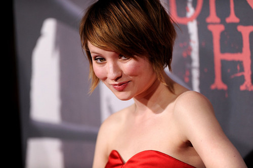 Alyx (Emily Browning)