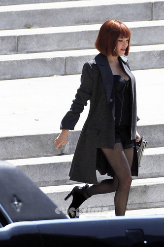 "Amanda filming ""In Time"""