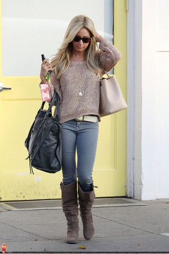 Ashley - Leaving Byron and Tracy in Beverly Hills - August 09, 2011