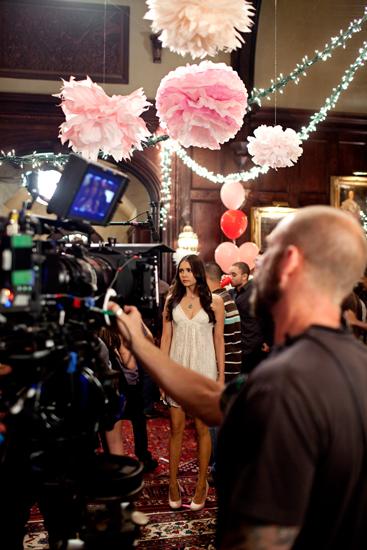Nuotraukos iš 3 TVD sezono. Behind-the-scenes-damon-and-elena-24450314-367-550