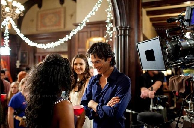 Nuotraukos iš 3 TVD sezono. Behind-the-scenes-damon-and-elena-24450959-648-427