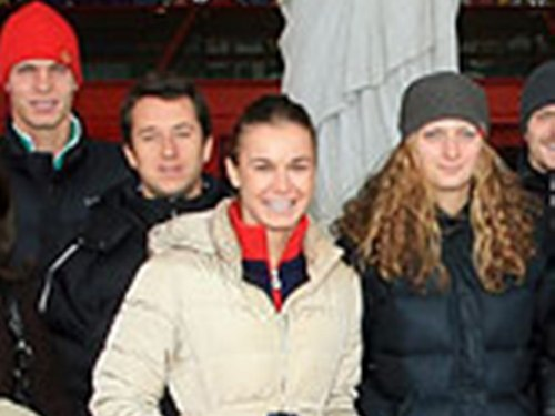 Berdych and Kvitova cap, herufi kubwa