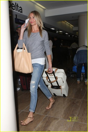 Cameron Diaz Leaves L.A. After Teen Choice Awards