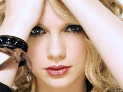 Taylor Swift wallpaper probably with a portrait titled Cute tay♥