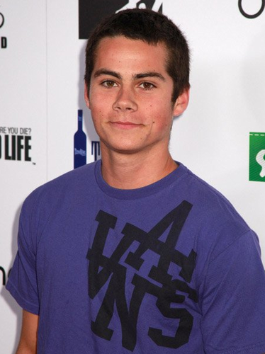 Dylan O'Brien karatasi la kupamba ukuta with a jersey entitled DYLAN O'BRIEN :P