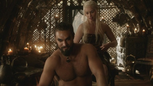 Daenerys Targaryen پیپر وال possibly containing a hunk, a chainlink fence, and skin entitled Daenerys Targaryen and Khal Drogo