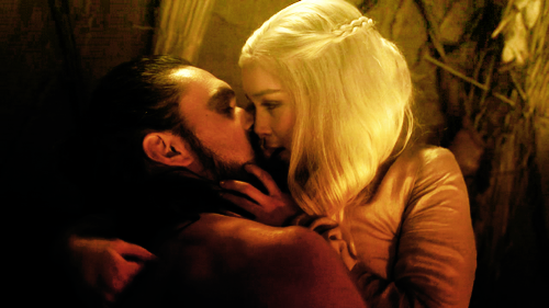 Daenerys Targaryen پیپر وال titled Daenerys Targaryen and Khal Drogo