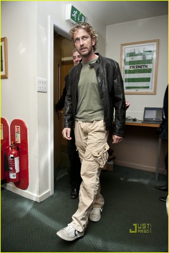 Gerard Butler wallpaper possibly with a telephone booth entitled Gerard Butler: Celtic Legends Match for Charity!