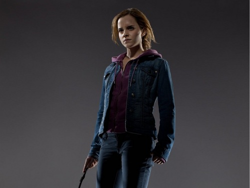 Hermione Granger wallpaper containing a well dressed person called Hermione Granger Wallpaper