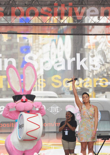 Jordin Sparks Surprise Performance To Raise Awareness For Energizer's Partnership With The VH1 Save