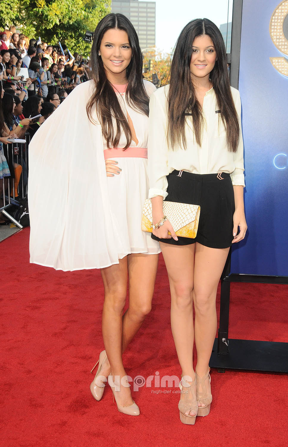 kendall and kylie jenner glee 3d premiere in westwood. Black Bedroom Furniture Sets. Home Design Ideas