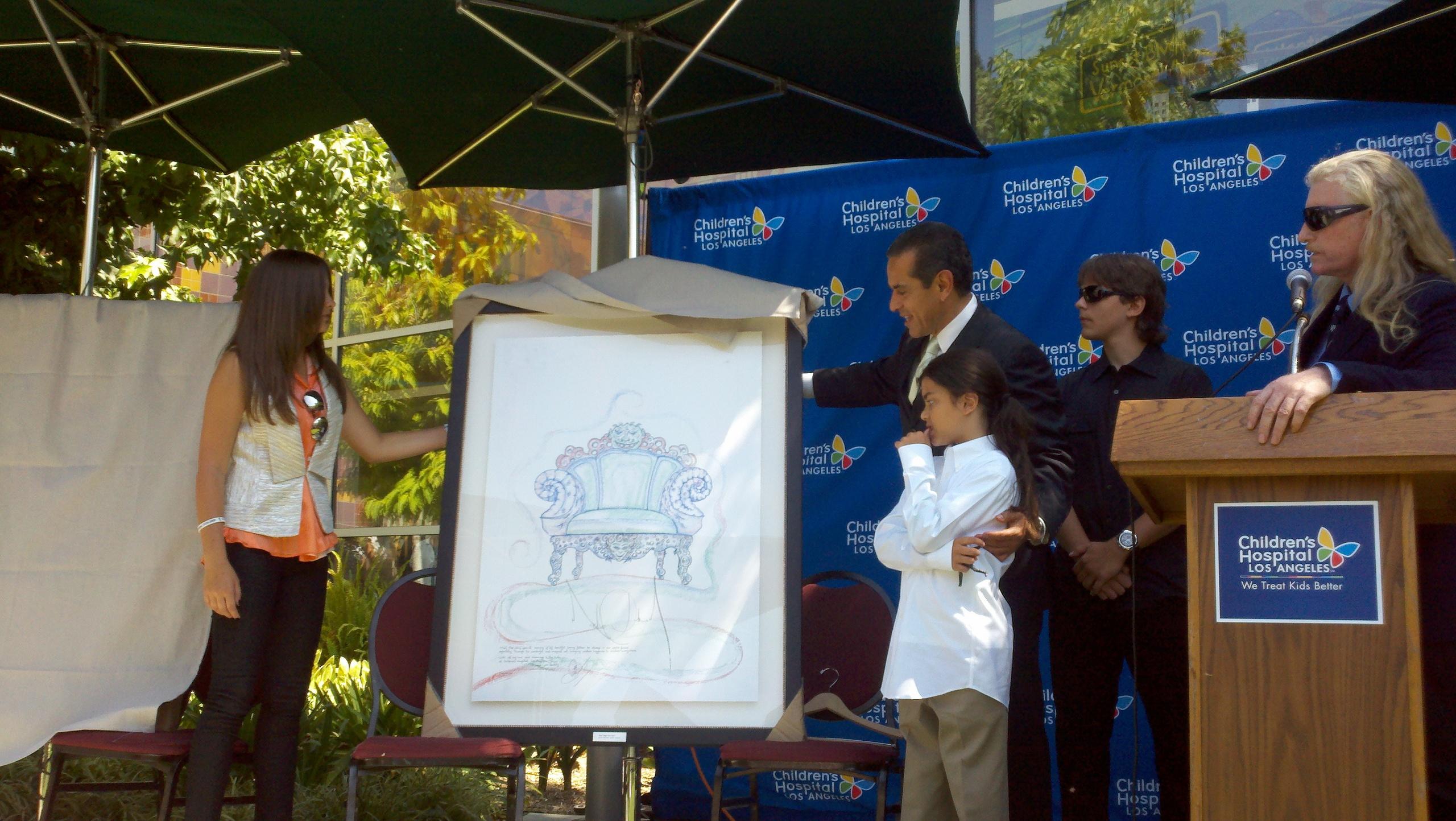 MJ's kids unveil Michael's art work for Children's Hospital LA