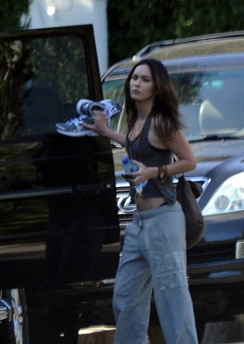 Megan - Heads to a workout session at a private ホーム in Brentwood, CA - August 06, 2011