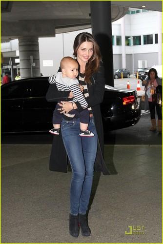 Miranda Kerr & Flynn: Calm Mother & Calm Baby!