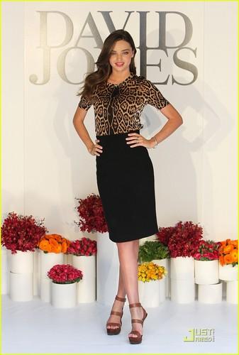 Miranda Kerr rocks an animal-print 上, ページのトップへ while attending the David Jones Spring/Summer Fashion プレビュー