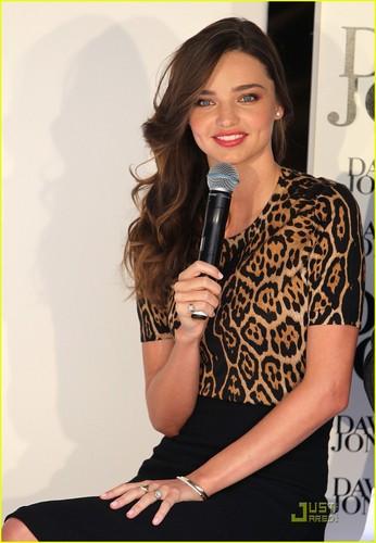 Miranda Kerr rocks an animal-print tuktok while attending the David Jones Spring/Summer Fashion prebiyu