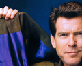 PIERCE BROSNAN FUNNY - pierce-brosnan wallpaper