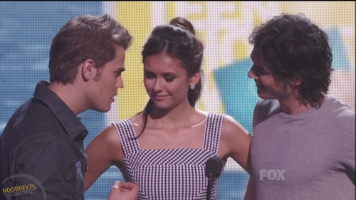 The Vampire Diaries TV Show wallpaper titled Paul,Nina & Ian presenting @ Teen Choice Awards 2011