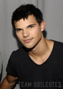 Photo of Taylor Lautner Backstage at the Teen Choice Awards