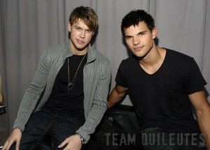 تصویر of Taylor Lautner Backstage at the Teen Choice Awards