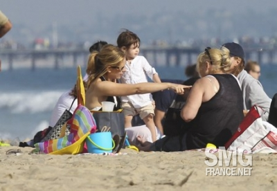 Sarah and carlotta, charlotte at the spiaggia (7th/Aug/11)