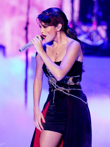 Selena - 2011 Teen Choice Awards Show - August 07, 2011