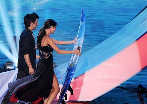 Selena - 2011 Teen Choice Awards hiển thị - August 07, 2011