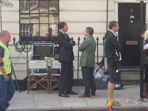 Sherlock in der BBC Hintergrund with a business suit called Sherlock Set Fotos