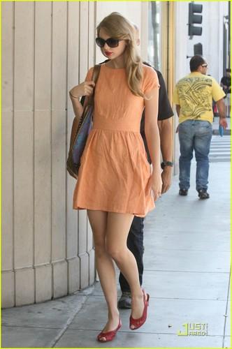 Taylor Swift: Pretty in pêssego
