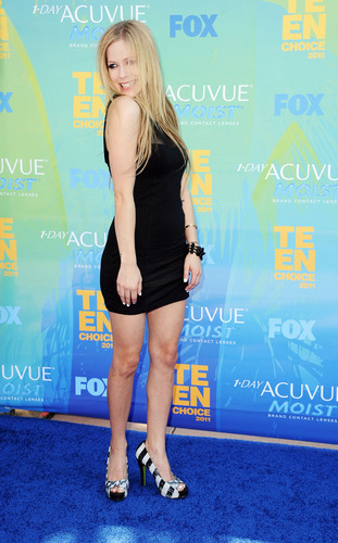 Avril Lavigne karatasi la kupamba ukuta probably with a tennis player, a tennis pro, and a portrait called Teen Choice Awards in Universal City 07 08 2011