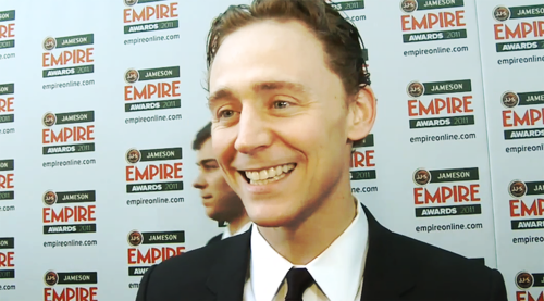 Tom Hiddleston wallpaper with a business suit titled Tom Hiddleston