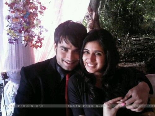 Vivian Dsena fond d'écran possibly with a portrait called Vivian and Vahbbiz