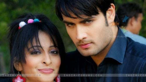 Vivian Dsena Hintergrund possibly with a portrait called Vivian having fun on the set of PKYEK