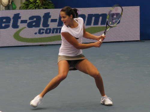 Ana Ivanović in Happy To свинг, качели Away