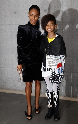 Willow Smith 바탕화면 possibly containing a well dressed person, an outerwear, and a hip boot called Willow & Jada