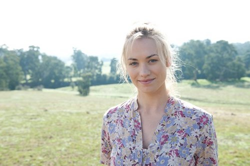 Yvonne Strahovski ~ 'Killer Elite' Facebook Promotional Foto