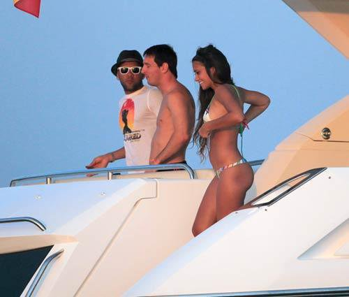 dani alves,messi and antonella in ibiza