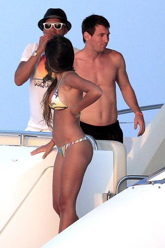 Lionel Andres Messi wallpaper with a bikini titled dani alves,messi and antonella in ibiza